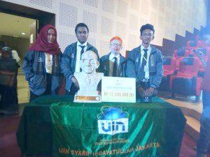Tim Debat FSH Raih Juara Pertama Lomba Debat Ilmu Hukum
