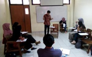 FLAT UIN Jakarta Holds Debate Competition