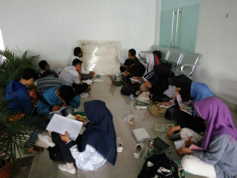 "Gairah ""Active Reading"" dan ""Active Listening"" Mahasiswa UIN Ciputat"