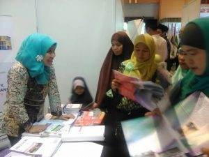 UIN Jakarta Booth is Crowded With JIEF 2017 Visitors