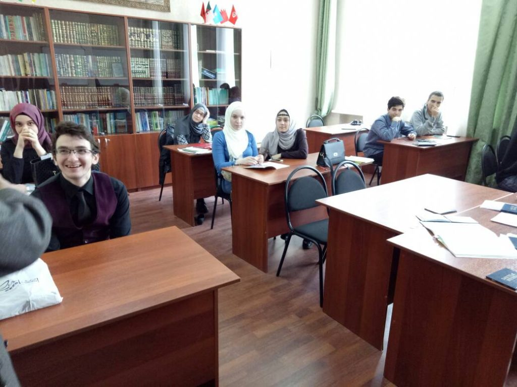 Mahasiswa-Mahasiswi Rusia saat menghadiri perkuliahan yang disampaikan delegasi UIN Jakarta, Prof Dr Arskal Salim dan Rachmat Baihaky MA. Dalam kunjungan ke Rusia, delegasi UIN Jakarta melakukan penjajakan kerjasama riset dan akademik ke universitas-universitas Rusia.