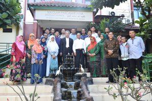 Direktur SPs UIN Jakarta Lepas 27 Sarjana Baru