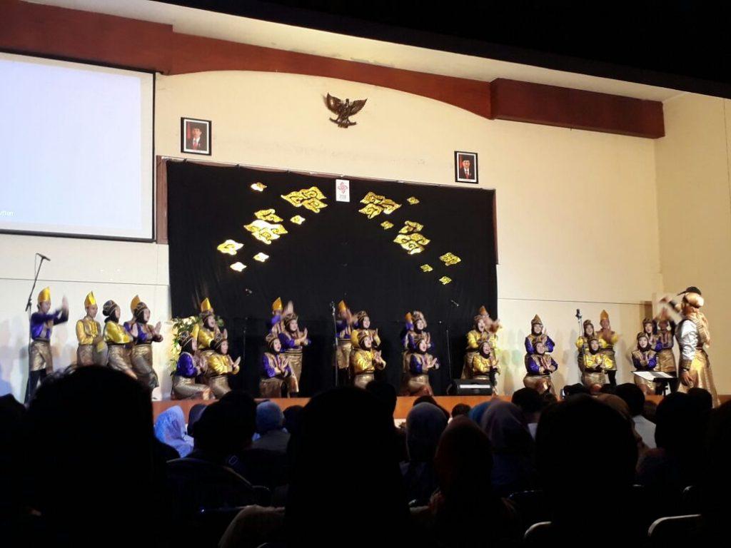 PSM UIN Jakarta menggelar konser Kidung Syukur Nusantra di Auditorium Syahida Inn Minggu, (08/10/2017). Konser jadi bagian persiapan keikutsertaan PSM UIN Jakarta dalam The 4th Asian Pacific Choir Games 2017 (Foto: Hasanah).