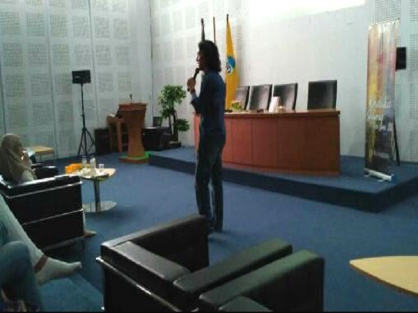 DEMA FAH Holds Writing Talk Show