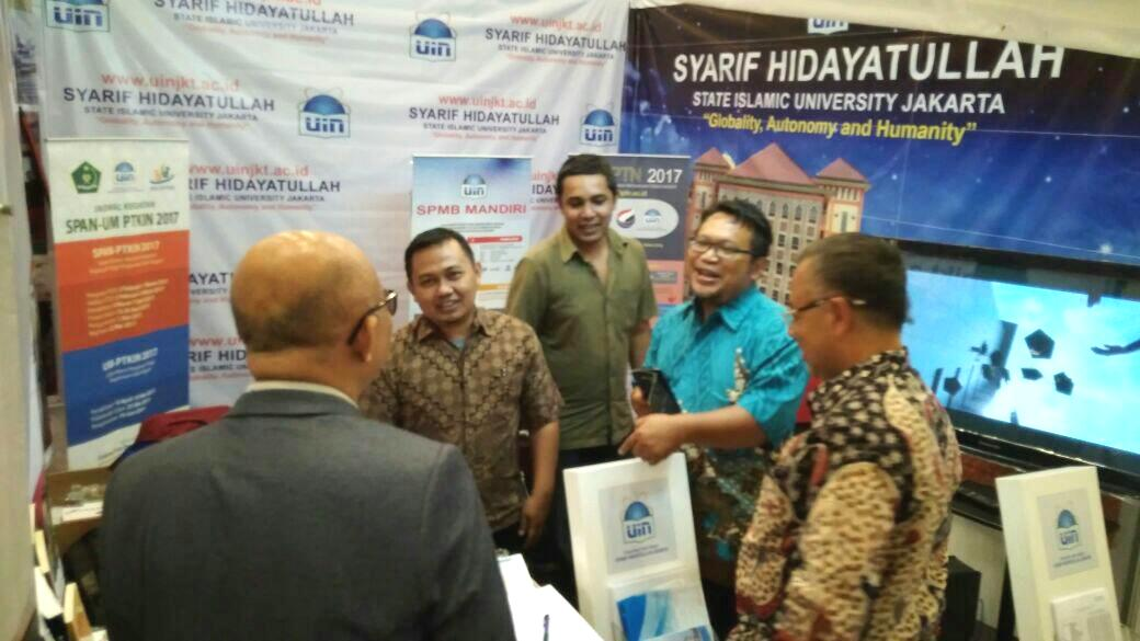 Rektor Sambangi Stand UIN Jakarta di IIEE 2017