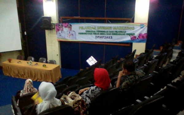 FST UIN Jakarta Holds Internet Marketing Training