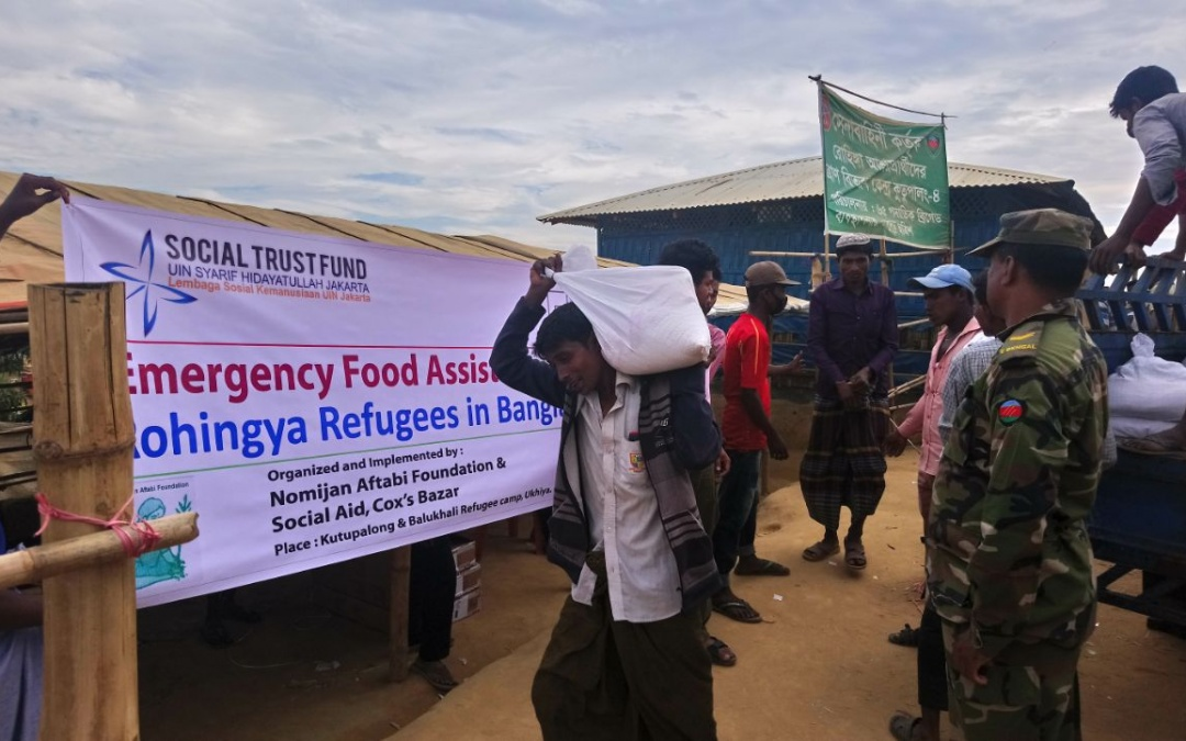 Rohingya Immigrants Receive Donation from STF UIN Jakarta