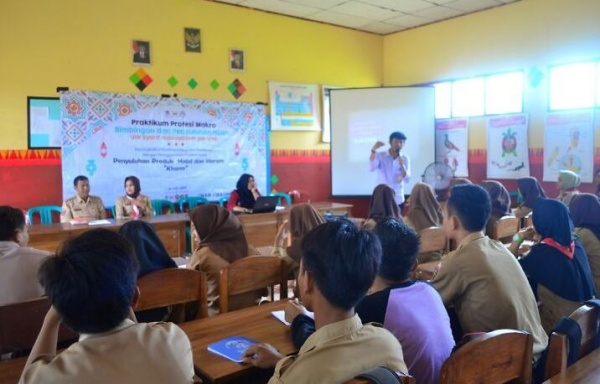 BPI Students Encouraged Teens of Lampung to Study at UIN Jakarta
