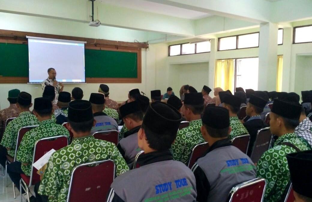 MA Raudhatul Muta'alimin Students Visit UIN Jakarta