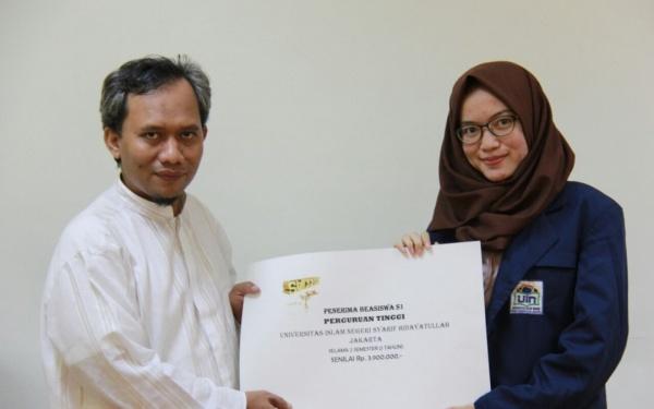 16 Students Receive Kanzul Azkiya Scholarship
