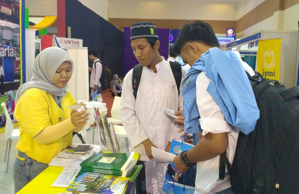 UIN Jakarta Booth is Crowded with Visitors