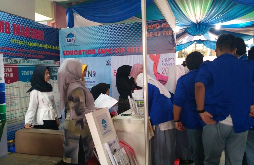 Pubdok Booth is Crowded with Visitors