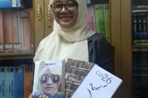Anis Fuadah Z, Sehari Bikin 10 Puisi