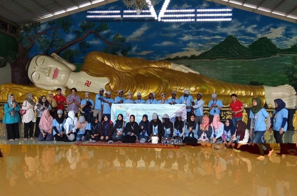 IYLC Participants Visit Buddhist Monastery