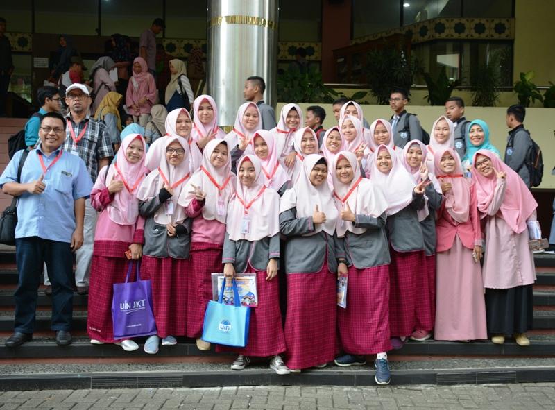 Santriwati SPIDI Maros Kunjungi UIN Jakarta