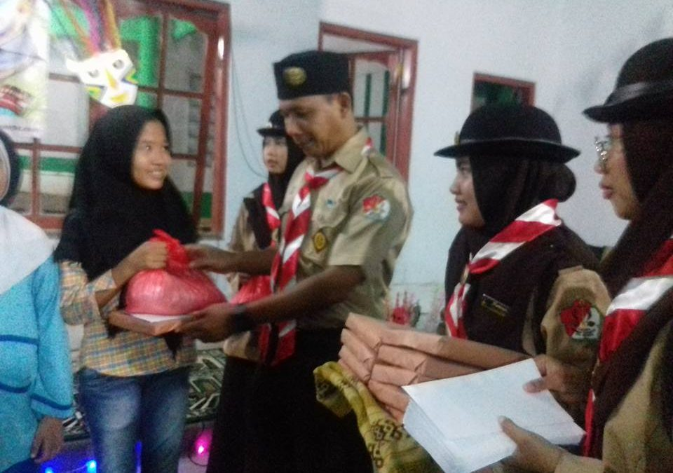UIN Jakarta Scout Provides Donation to Orphans and Elderly Widows