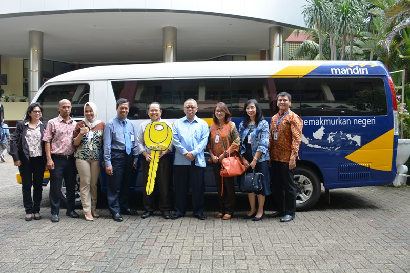 Dukung Sivitas UIN Jakarta, Mandiri Hibahkan Minibus