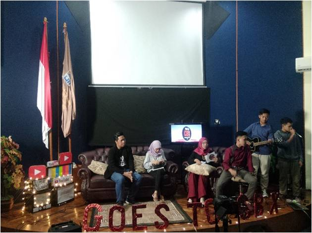 "DNK TV Holds ""YouTube Revolution"" Talkshow"