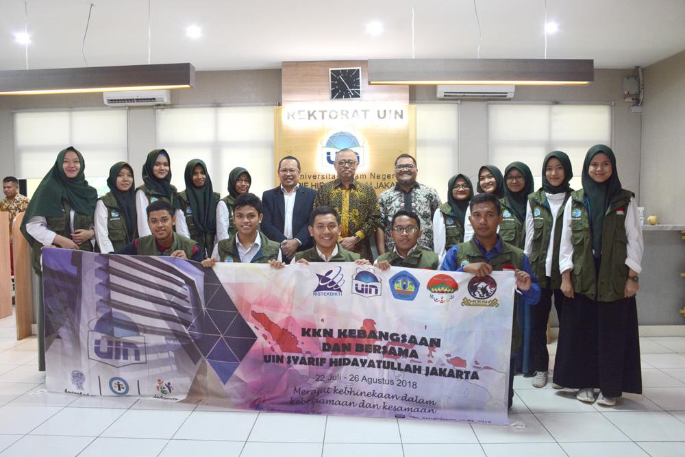 Rector Sends Off KKN Kebangsaan Participants