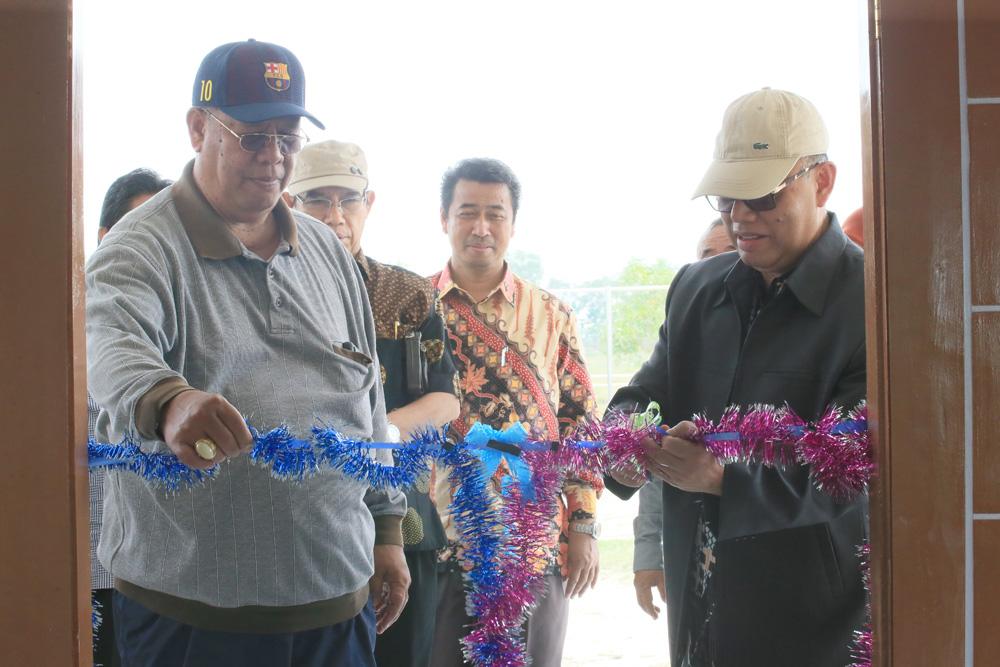 Rektor Resmikan Gedung Aula Serbaguna di Cikuya