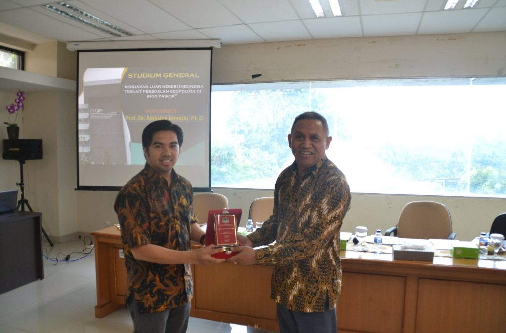 FISIP UIN Jakarta Holds Studium General on Indonesian Foreign Policy