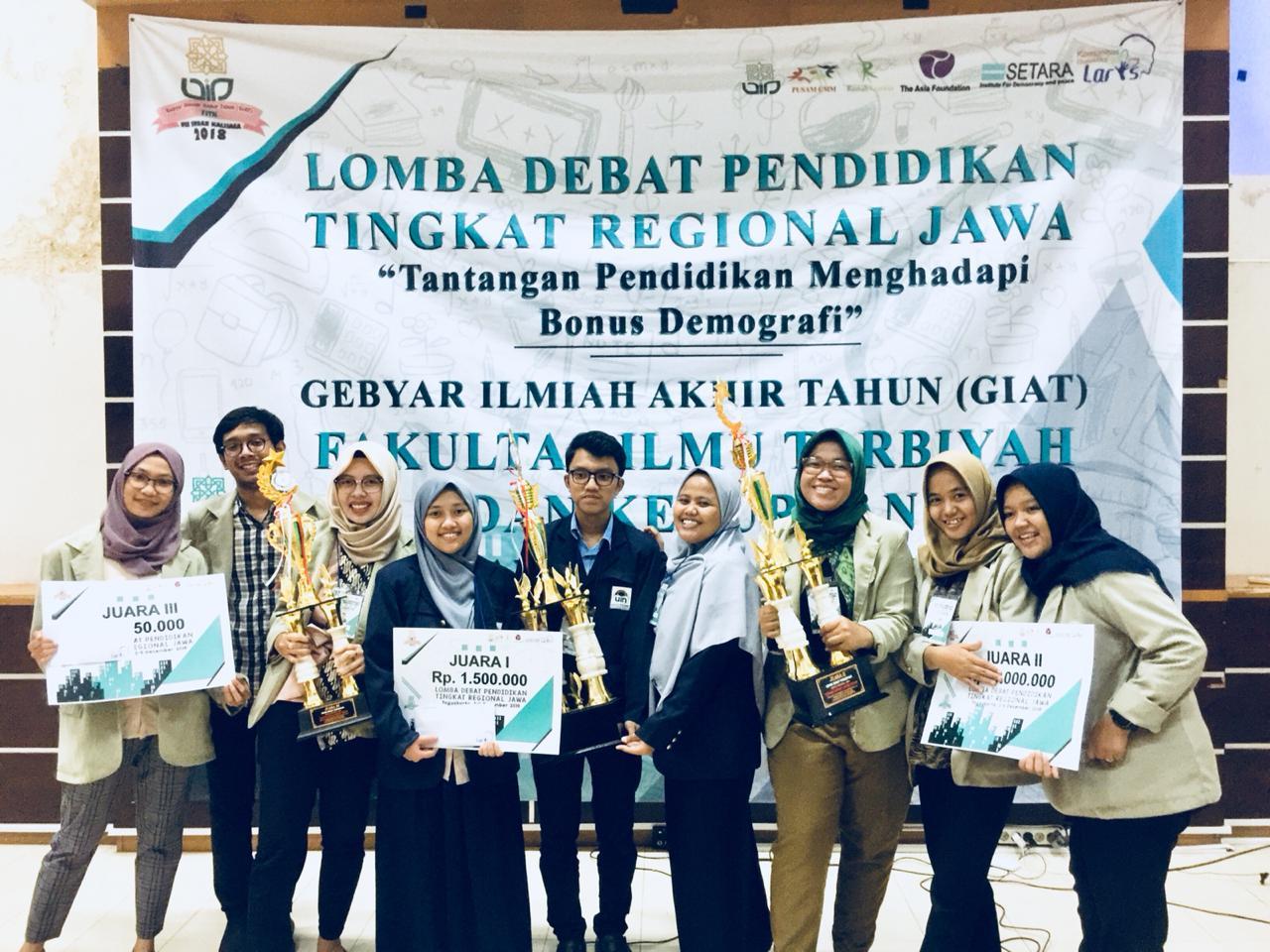 Mahasiswa UIN Jakarta Sabet Juara 1 Lomba Debat Pendidikan