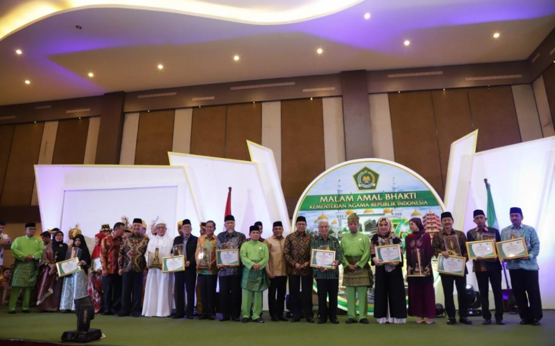 Professor of UIN Jakarta Receives the Harmony Award