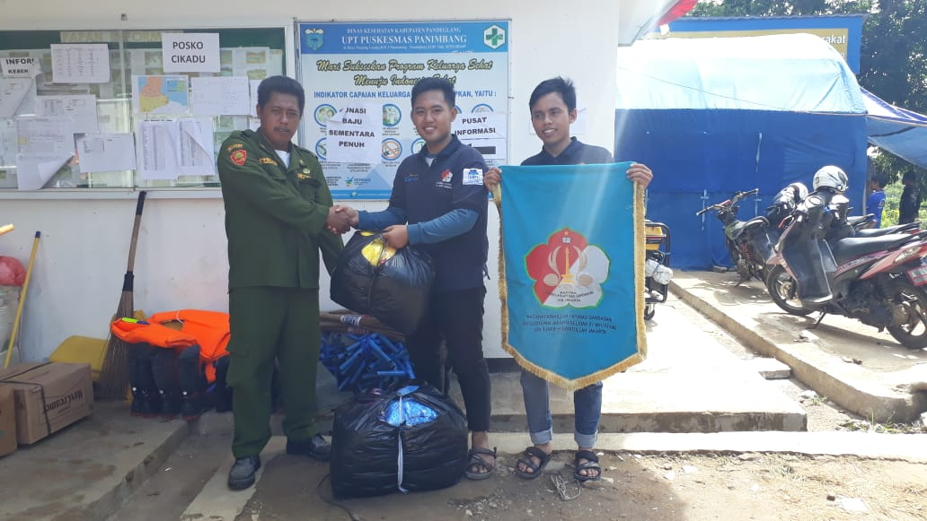 Scouts of UIN Jakarta Provides Assistance for the Sunda Strait Tsunami Disaster Victims
