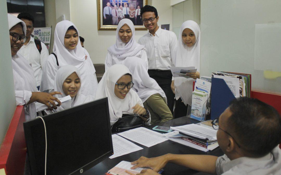 Jelang Penerimaan Camaba, Pubdok Dibanjiri Siswa Sekolah