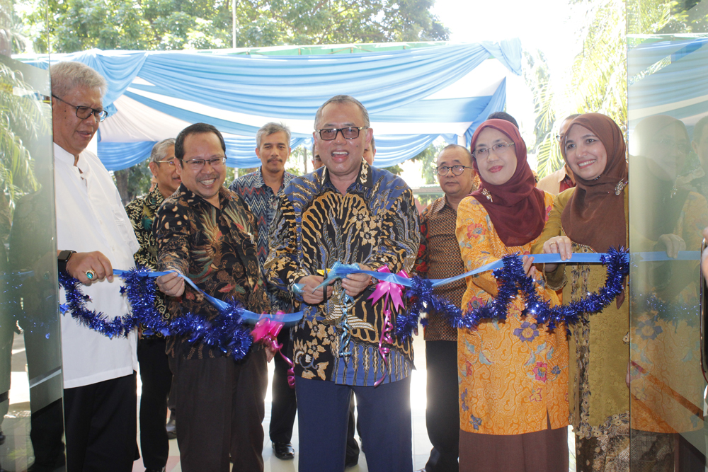 Rector of UIN Jakarta Inaugurates new office building
