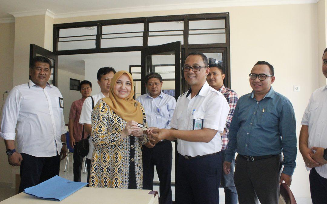 Rektor Terima Kunci Gedung Rusunawa UIN Jakarta