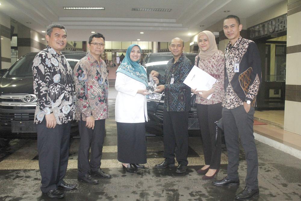 BTN Sumbang 2 Unit Mobil Innova untuk UIN Jakarta