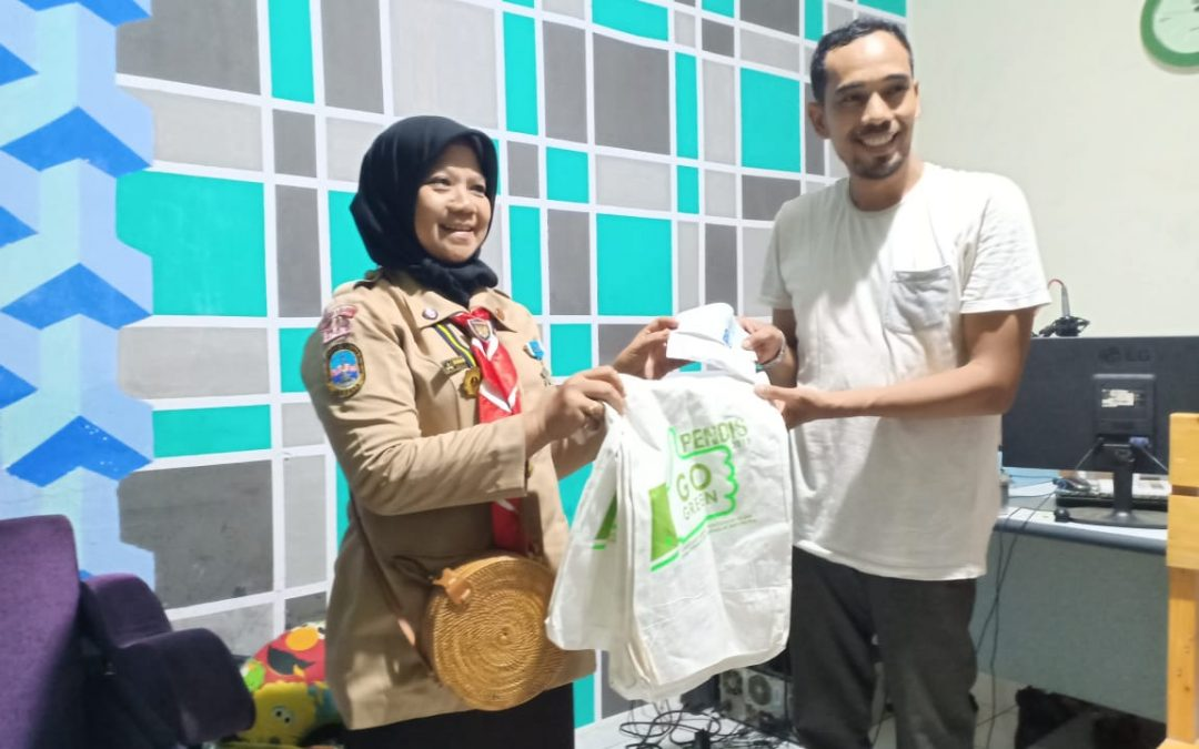 Again, UIN Jakarta Scouts Distributes Aid for Sunda Strait Tsunami victims