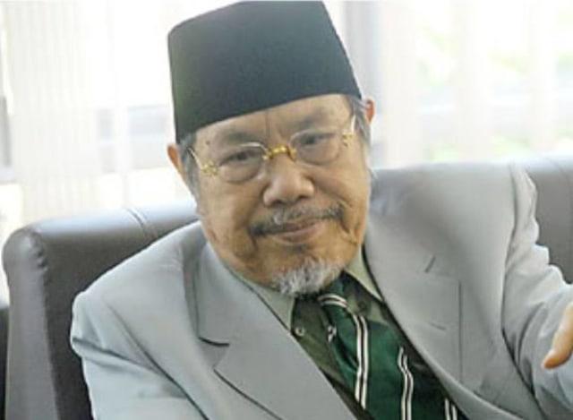 Rektor: KH M Tolchah Hasan Guru dan Tokoh Inspiratif