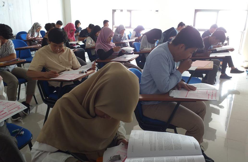 600 Peserta SPMB Mandiri Ikuti Ujian di Kampus Bojongsari