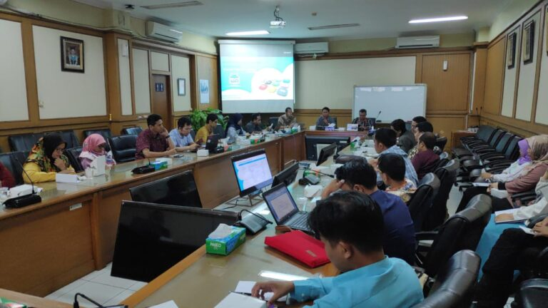 Biro PK Lakukan Monitoring dan Evaluasi Data EMIS Semester Genap