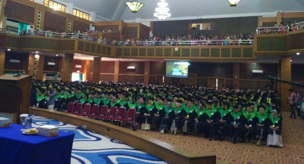 Berikut Lulusan Terbaik Hari Pertama Wisuda UIN Jakarta ke-112