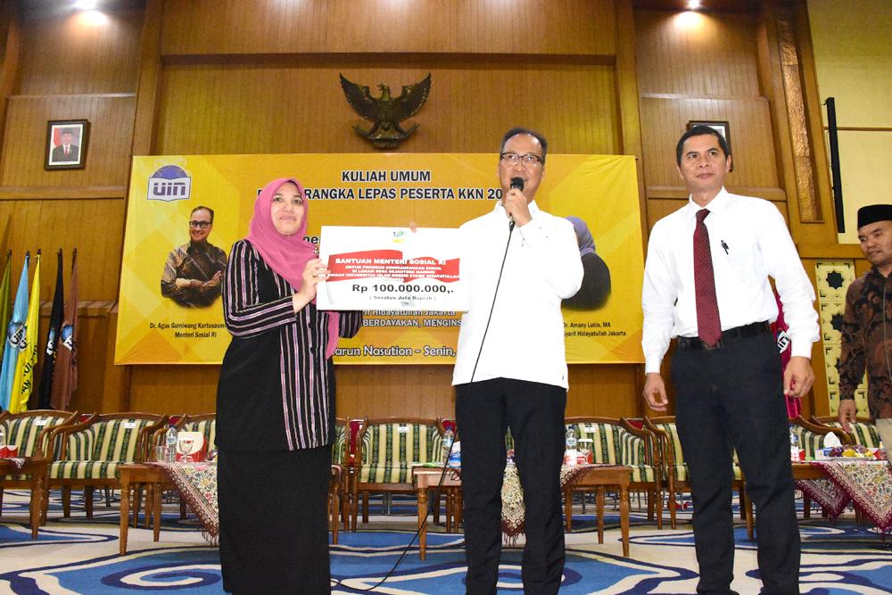 Mensos Sumbang Rp 100 Juta untuk Program KKN