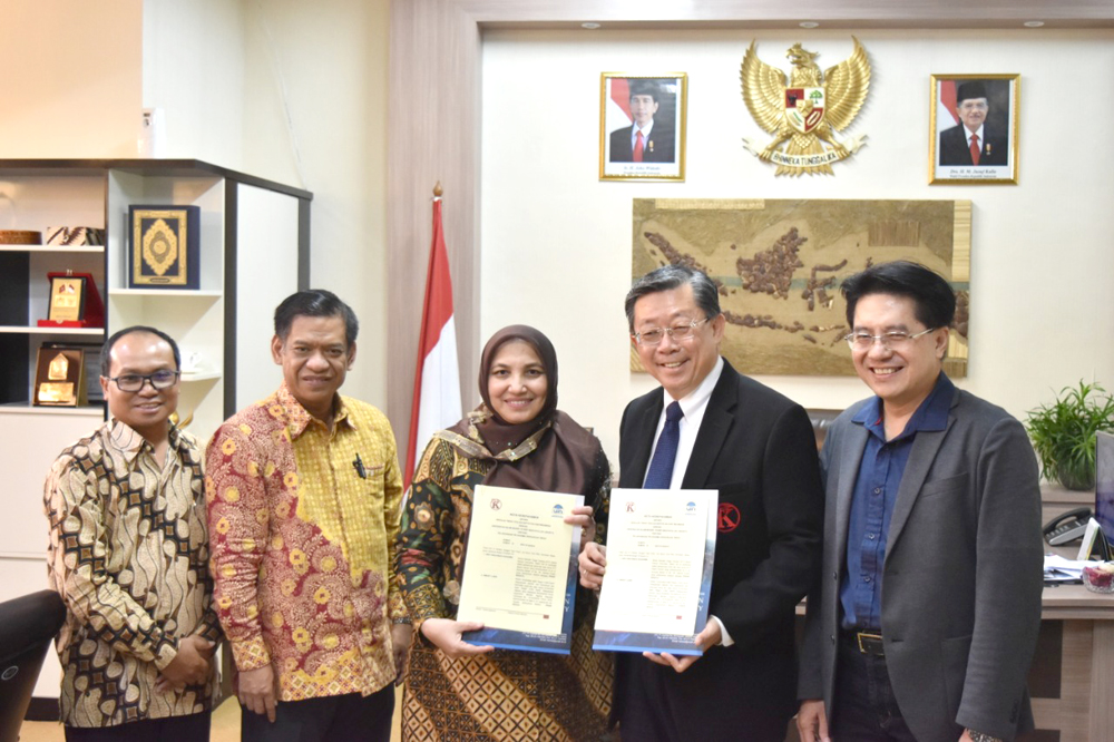 Rector of UIN Jakarta signs agreement with STT Baptis Kalvari