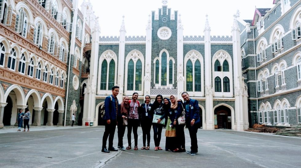 Students of UIN Jakarta introduce Indonesian culture to Indian society