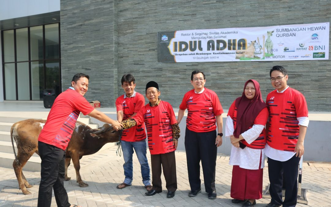 FITK Bagikan Daging Kurban di Kampus PPG Bojongsari