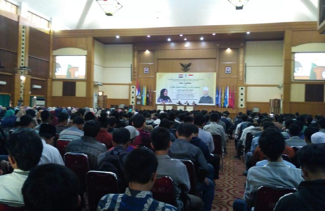Usamah al-Azhari deliver his speech at UIN Jakarta