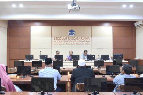 Direktur SPs UIN Jakarta Lepas 9 Sarjana Baru