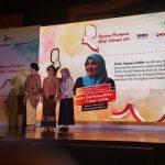 """Rektor UIN Jakarta Amany Lubis Terima Penghargaan """"Perempuan Hebat"""" dari SINDO Media"""