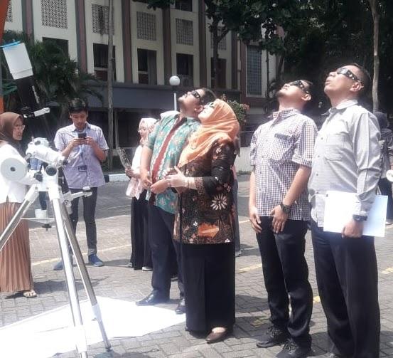Prodi Pendidikan Fisika Amati Gerhana Matahari Cincin