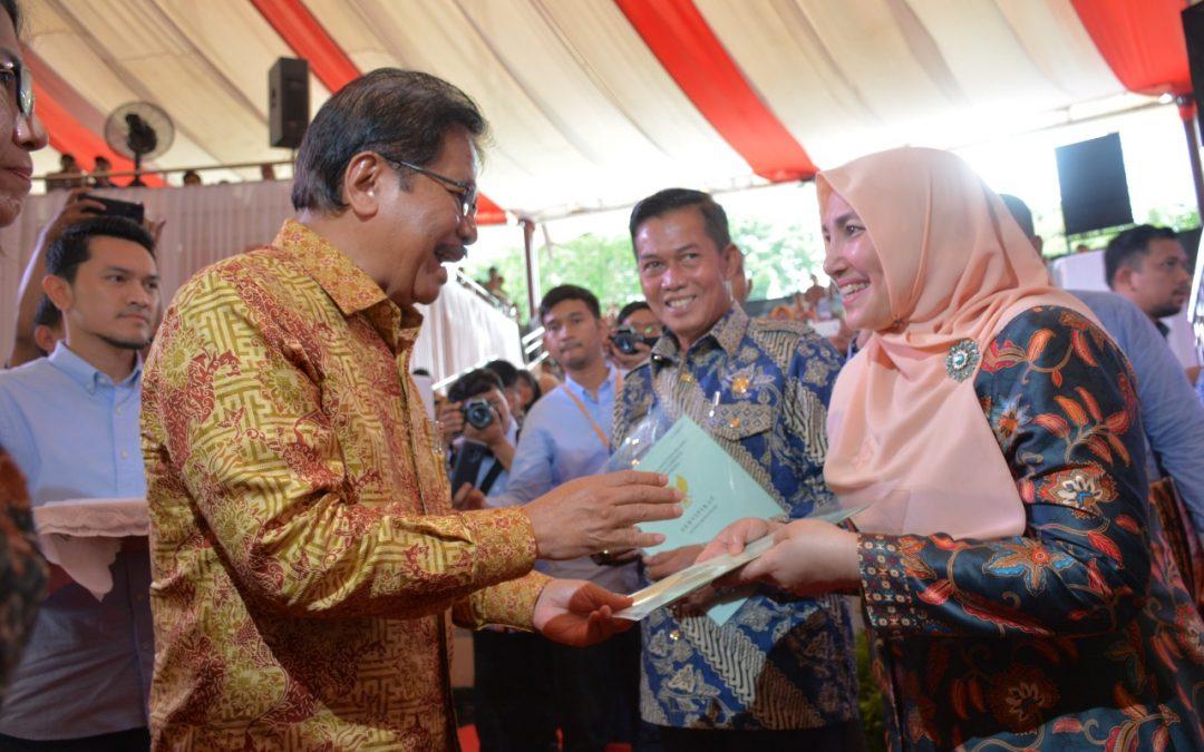 Rektor Terima Tiga Sertifikat Lahan UIN Jakarta