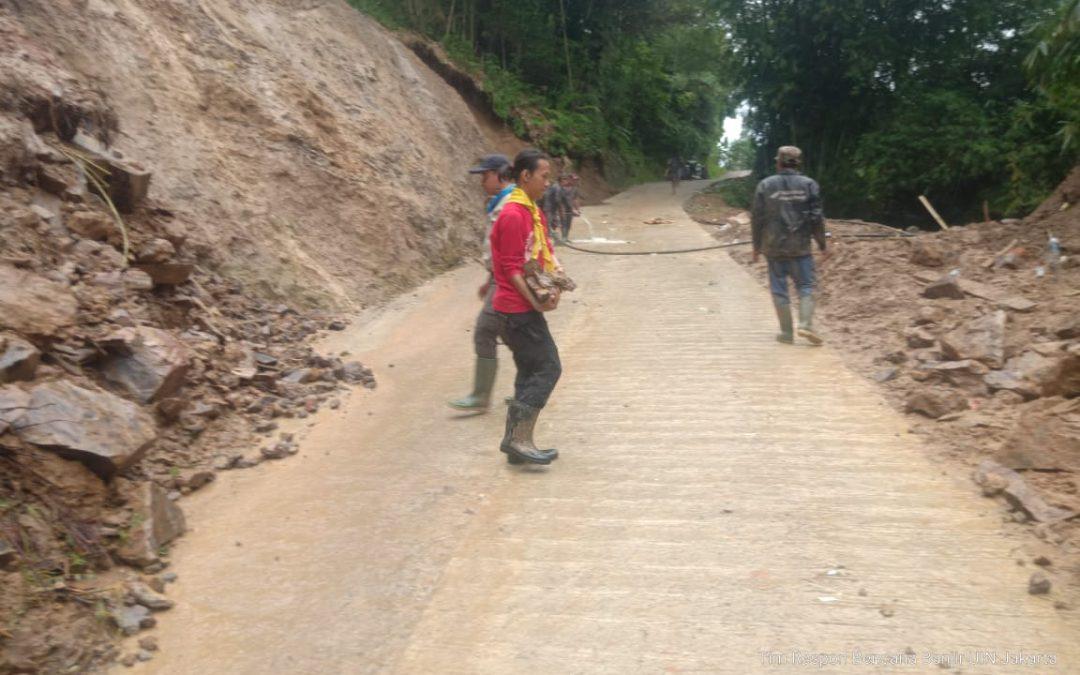 Ranita dan Pramuka Bantu Warga Korban Banjir Lebak