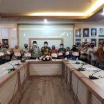 FSH UIN Jakarta Apresiasi Pegawai Berkinerja Terbaik