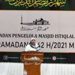 Rector of UIN Jakarta deliver her Tarawih sermon at the Istiqlal Mosque
