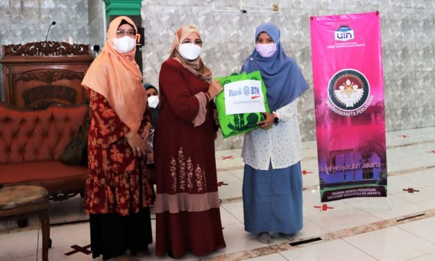 DWP UIN Jakarta distributes Eid hampers